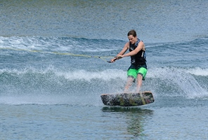Wakeskate: Second gold of games for Lindsay